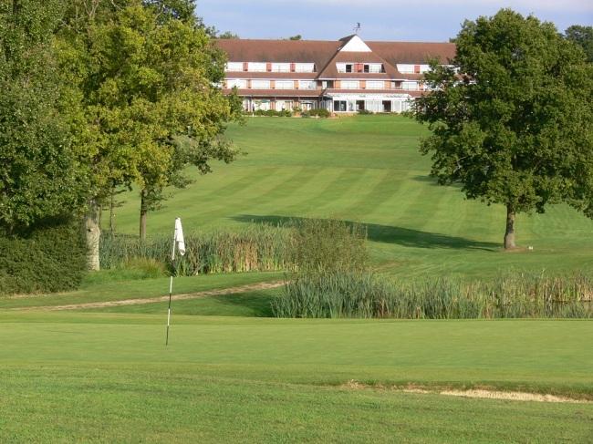 London Beach Golf Club